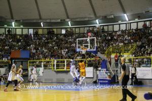 E' ancora in corso la trattativa tra Ferentino e Cagliari per il passaggio del titolo della A2 che riporterebbe il basket di vertice nel capoluogo isolano dopo 36 anni.