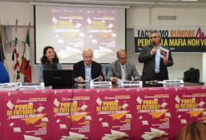 """Un identikit degli adolescenti sardi nella ricerca """"La povertà educativa in Sardegna""""."""