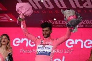 Il colombiano Fernando Gaviria (team Quick-Step) ha vinto in volata, a Cagliari, la terza tappa del 100° Giro d'Italia, ed ha conquistato la maglia rosa.