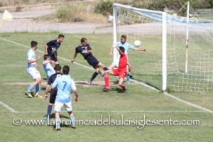 """Il Carbonia travolge il Bari Sardo (6 a 1) e attende il Guspini Terralba (5 a 0 all'Arbus) al """"Carlo Zoboli""""."""