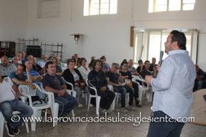 """Ieri sera il salone dell'oratorio di San Ponziano, a Carbonia, ha ospitato il convegno """"RiParliamo di Lavoro""""."""