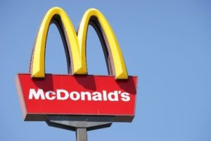 Assunzioni di operatori di ristorazione veloce in McDonald's.