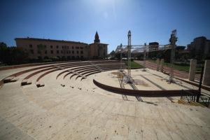 Questa sera la cantante Carla Cocco si esibirà in un concerto all'Anfiteatro di piazza Marmilla, a Carbonia.
