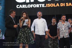Atmosfera da festa, ieri sera a Carloforte, per la serata inaugurale del 15° Girotonno, presentata dalla showgirl Eliana Chiavetta.