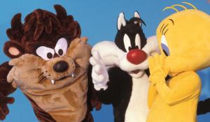 Anche quest'anno Moby fa salire i fantastici costumed characters della Warner Bros a bordo delle navi della Compagnia dirette in Sardegna.