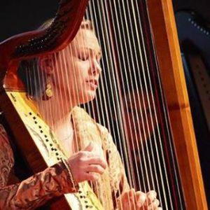 """Domenica, a Cagliari, il festival """"Echi lontani"""" propone un viaggio alla riscoperta delle """"arpiste-cantanti""""."""