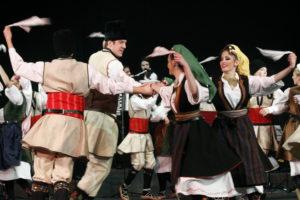 """Domenica 30 luglio farà tappa a Portoscuso il festival folk """"Is Pariglias"""": sul palco i gruppi provenienti da Serbia e Cile."""