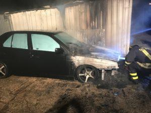 Ancora un'auto incendiata, questa volta non più in uso, la scorsa notte, a Carbonia, in via Ospedale.