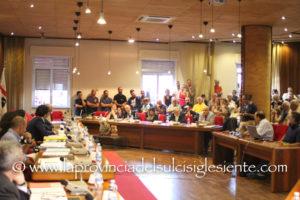 I consiglieri di opposizione insistono nella richiesta di dimissioni del sindaco di Sant'Antioco dal Consiglio regionale.