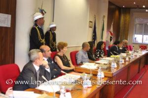 Il sindaco e la Giunta di Sant'Antioco ieri sera hanno presentato il rendiconto dei primi sei mesi di attività amministrativa.