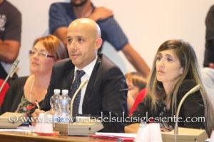 Genti Noa torna all'attacco del sindaco di Sant'Antioco Ignazio Locci, dopo la sua decisione di opporsi alla richiesta di rimuovere l'incompatibilità entro 10 giorni rivoltagli dal Consiglio regionale.