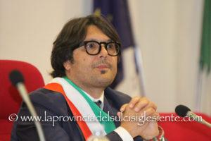 Il Consiglio regionale ha invitato Ignazio Locci, neo sindaco di Sant'Antioco, a rimuovere l'incompatibilità entro 10 giorni.