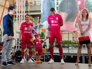 Il Cagliari Calcio ha presentato ieri le tre nuove maglie per la stagione sportiva 2017/2018.