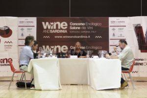 La Commissione esaminatrice di Wine and Sardinia 2017 alla ricerca dei vini che parlano di Sardegna.