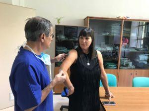All'Aou di Cagliari, un sensore sotto pelle per misurare la glicemia con un'app sullo smartphone.