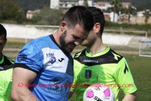 Primi movimenti di calciatori nel nuovo Carbonia: confermato il capitano Daniele Bove, ritorna Nicola Boi.