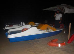 La scorsa notte la Guardia Costiera di Portoscuso ha sequestrato ombrelloni, tavolini, sedie sdraio e pedalò sulla spiaggia di Masua.