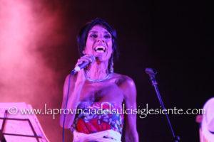 Grandi emozioni, ieri sera all'anfiteatro di piazza Marmilla, a Carbonia, al concerto di Carla Cocco.