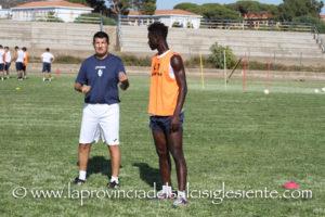 """E' iniziata questo pomeriggio, sul manto erboso dello Stadio Comunale """"Carlo Zoboli"""", la preparazione del Carbonia Calcio."""