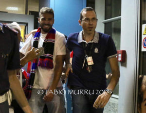 Il nuovo centravanti del Cagliari Leonardo Pavoletti è sbarcato poco fa all'aeroporto di Elmas, in un clima di grande entusiasmo.