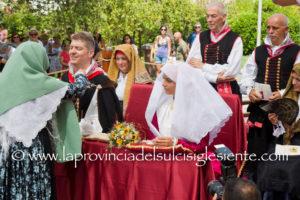 Si è rinnovato, a Santadi, il rito del Matrimonio Mauritano. Gli sposi sono Andrea Bogani, originario di Firenze, e Cristina Cani, originaria di Santadi.