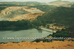 Il consigliere regionale Emilio Usula (Rossomori) ha presentato un'interpellanza sull'inquinamento della statale 131 nel tratto tra Sanluri e Sardara.