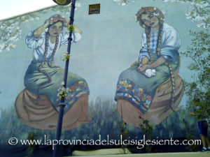 Domenica 26 agosto Debora Diana presenterà il suo nuovo murale, in Piazza della Memoria, a Serbariu.
