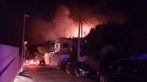 Tutte le fotografie e i video del vasto incendio che la scorsa notte ha devastato 100 ettari di vegetazione e minacciato numerose abitazioni a Maladroxia.