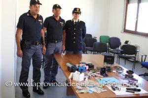 Il dirigente del Commissariato di Polizia di Carbonia ha tenuto una conferenza stampa sull'operazione che ieri ha portato all'arresto di sette persone a Carbonia.