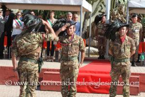 """Si è svolto questa mattina, a Teulada, il passaggio di consegne al comando del XVIII Battaglione """"Poggio Scanno"""" dei Bersaglieri."""