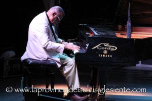 """A seguito di gravi problemi sul traffico aereo, David Virelles non potrà essere presente questa sera nella quinta giornata di """"Ai Confini tra Sardegna e Jazz""""."""