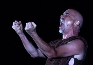 """Per il NurArcheoFestival, sabato sera, nella Tonnara Su Pranu di Portoscuso, Gianluigi Tosto porta in scena la """"sua"""" Iliade."""