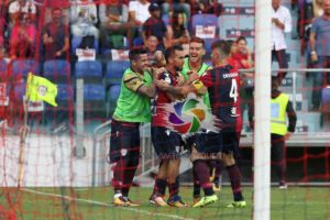 Buona la prima. Il Cagliari ha vinto con un goal di Marco Sau, contro il Crotone, la prima partita nel nuovo stadio.