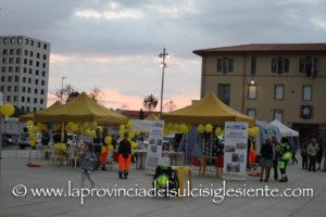 """Centinaia di volontari delle associazioni di volontariato isolane hanno partecipato sabato nelle piazze principali della Sardegna, tra le quali piazza Roma, a Carbonia, alla manifestazione """"Io non rischio""""."""