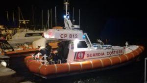 Non si fermano gli arrivi di migranti algerini nel Sulcis, ieri sera sette uomini e una donna sono stati soccorsi in mare dalla Guardia Costiera di Sant'Antioco.