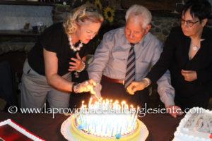 Il cavaliere Casimiro Fois è stato festeggiato per il suo 100° compleanno, a Giba, all'assemblea annuale dell'ANMIG.