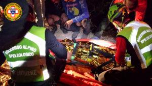 I tecnici del Soccorso Alpino e Speleologico della Sardegna hanno concluso il recupero di un motociclista finito fuori strada in zona Burranca (Sinnai).