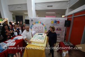 """Si è svolta ieri mattina al mercato civico di Carbonia, l'iniziativa""""Uniti si vince, sempre! Grande inaugurazione per il rilancio del mercato civico""""."""