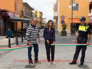 E' stata riaperta al traffico ieri mattina, a San Giovanni Suergiu, la via Vittorio Emanuele.