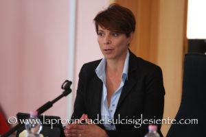 """Il sindaco di Sant'Anna Arresi, Teresa Pintus, ha commentato nella pagina facebook del gruppo di maggioranza """"Giorno Nuovo"""", le dimissioni di sette consiglieri (tre di maggioranza) che hanno provocato lo scioglimento anticipato del Consiglio comunale."""