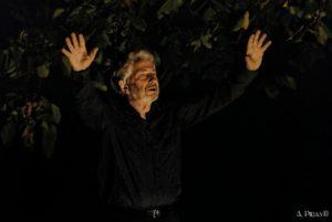 Mario Faticoni suggella i festeggiamenti dei suoi ottant'anni riproponendo uno degli spettacoli più intensi della sua carriera teatrale: TRAGOIDIA.