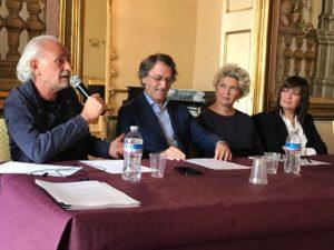 Da quest'anno, il premio della critica del Premio Bianca d'Aponte – Città di Aversa, sarà intitolato a Fausto Mesolella.
