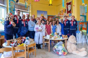 Ieri la direzione aziendale dell'Aou di Sassari ha incontrato direttori, dirigenti e personale per gli auguri di Natale. Oggi in Pediatria l'incontro con i campioni della Dinamo.