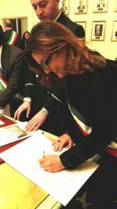 Il sindaco di Carbonia Paola Massidda ha firmato la convenzione a Palazzo Chigi, in arrivo in città oltre 8 milioni di euro.