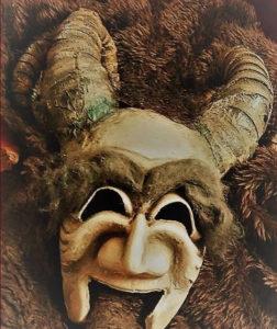 """Domenica 17 dicembre, alle 17.30, al Teatro delle Saline di Cagliari, la compagnia Akròama presenta """"Gryla, il demone di Natale""""."""