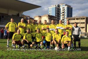 La squadra delle Vecchie Glorie del Sant'Antioco, ha vinto questa mattina, allo stadio Monteponi di Iglesias, il 1° Memorial Angelino Salis. L'album fotografico completo.
