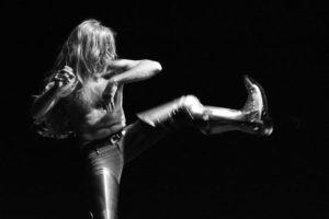 """Domani e lunedì, a Cagliari, il tema dell'eroe e dell'antieroe esplorato nelle due performance della compagnia Company Blu """"Heavy metal"""" ed """"Autocritico""""."""