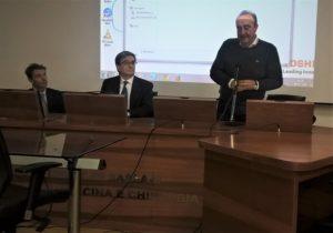 Il ricercatore Giuseppe Lippi ha tenuto una lezione sulla gestione del valore critico nei laboratori clinici, nell'aula magna della Facoltà di Medicina di Sassari.