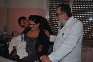 È venuto alla luce a mezzanotte esatta nella clinica di Ginecologia e Ostetricia dell'Aou di Sassari il primo bambino nato in Sardegna nel 2018. La piccola Teresa, invece, saluta il 2017.