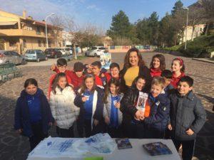 """Questa mattina, alla scuola primaria Francesco Ciusa di via Lombardia, a Carbonia, si è svolta l'iniziativa """"Le arance della salute""""."""